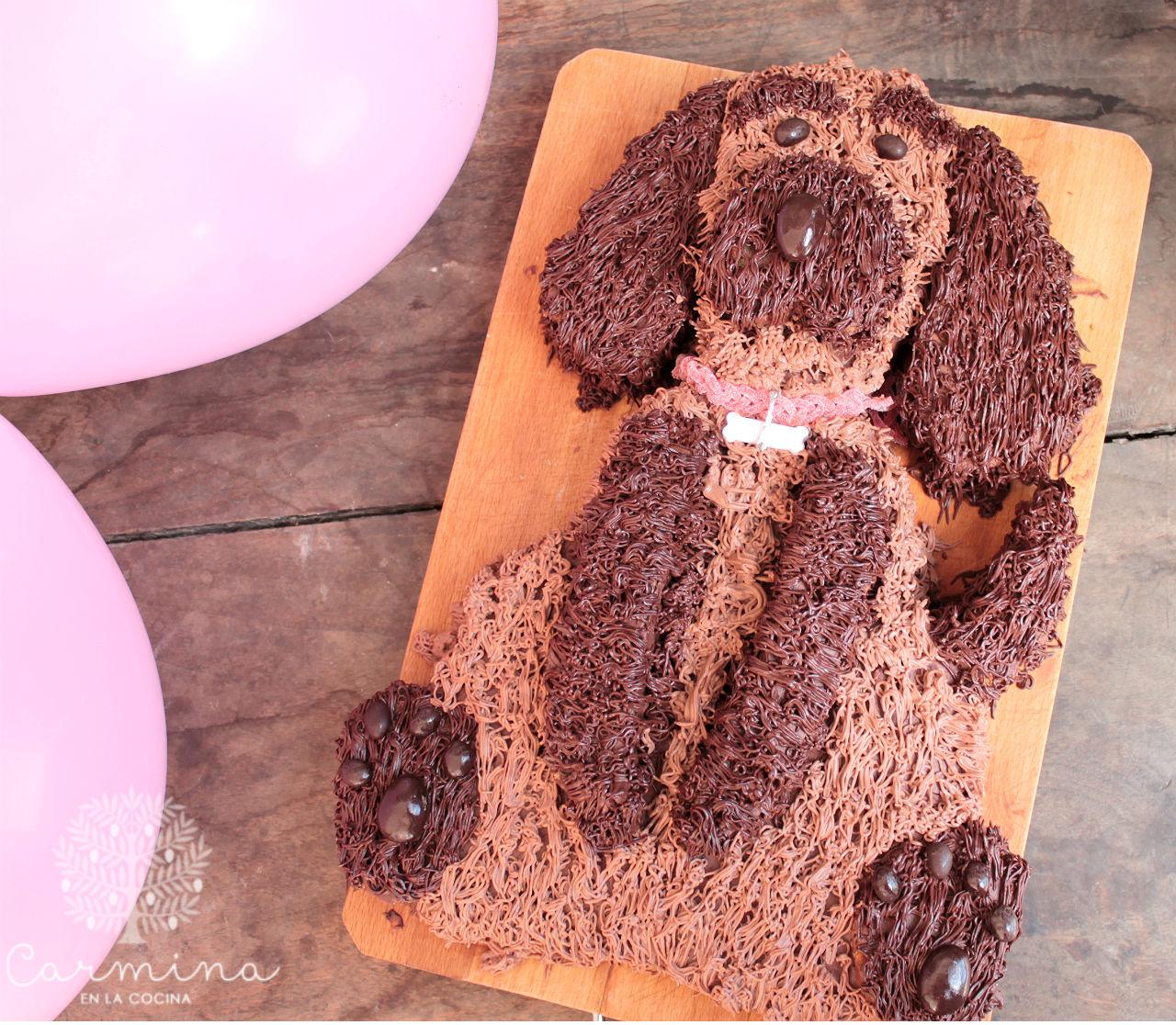 tarta con forma de perrito