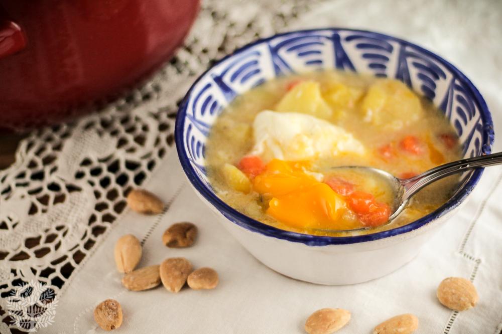 Patatas en ajopollo, receta tradicional