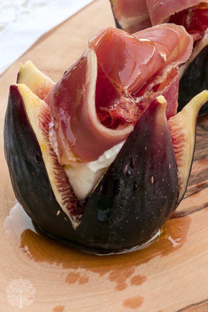 Higos frescos, queso y jamón, con AOVE picual