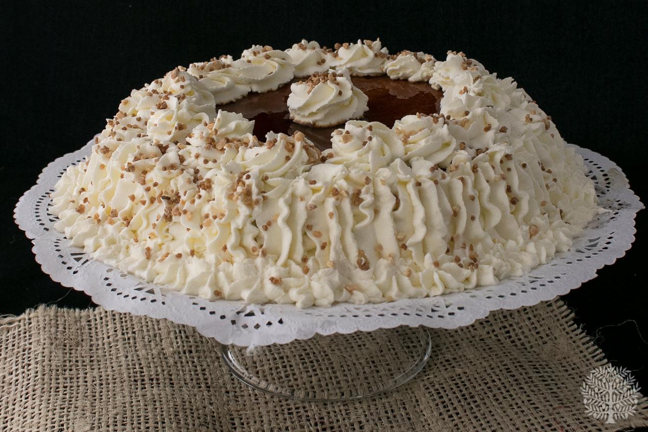 Tarta de tocino de cielo, nata y chocolate