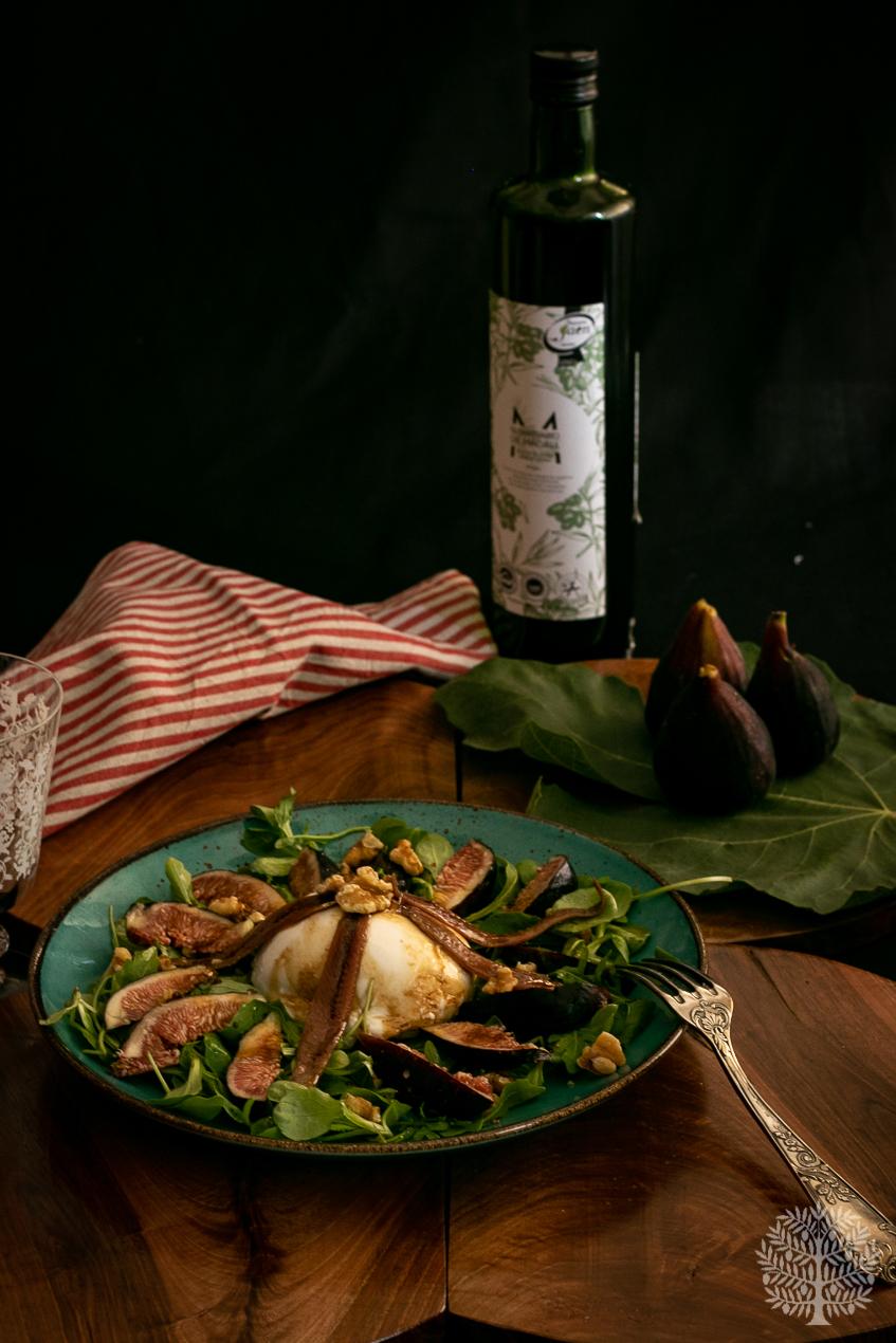 Ensalada de burrata con brevas y anchoas